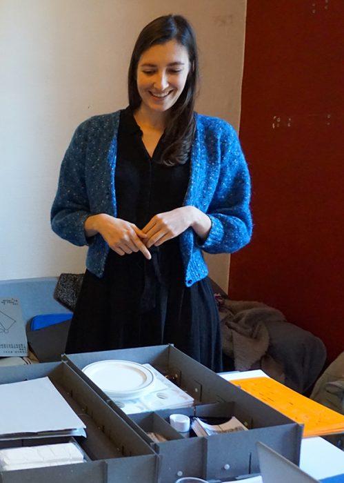 Alice Ferré, plasticienne et co-conceptrice de l'association Les tables des matières (projet mobile sur toute la région) — Pôle Arts Visuels Pays de la Loire